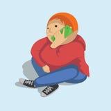 Rozochocona chłopiec z smartphone Obraz Royalty Free