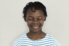 Rozochocona dziewczyna Stoi Uśmiechniętego pojęcie fotografia royalty free