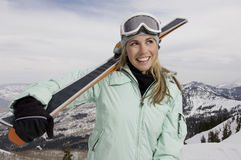 Rozochocona narciarka zdjęcie royalty free