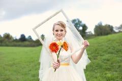 Rozochocona panna młoda w dniu ślubu obraz stock