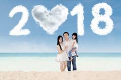 Rozochocona rodzinna pozycja pod liczbami 2018 Obraz Stock