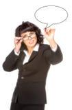 Rozochocona starsza biznesowa kobieta z pióro rysunkiem na wirtualnym bielu zdjęcie royalty free