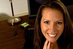 rozochoconego biurka kobieta zawodowej Zdjęcia Stock