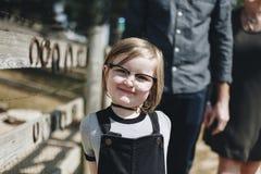 Rozochocony ładny małej dziewczynki ono uśmiecha się Obrazy Stock