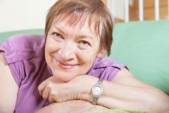 Rozochocony żeński emeryt Obrazy Stock