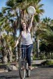 Rozochocony żeński kolarstwo na wakacje w Hiszpania Zdjęcie Royalty Free