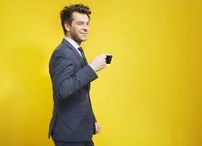 Rozochocony biznesmen podczas kawowej przerwy zdjęcia stock
