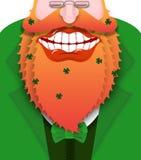 Rozochocony leprechaun z czerwoną brodą Dobry gnom z dużym uśmiechem Fotografia Royalty Free