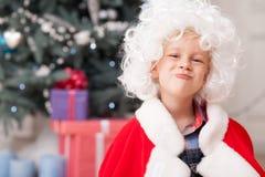Rozochocony męski dziecko świętuje nowego roku Zdjęcie Stock
