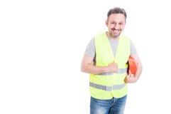 Rozochocony męski konstruktor trzyma jego ochrona hełm Obrazy Stock