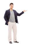 Rozochocony młody człowiek gestykuluje z jego ręką Zdjęcia Royalty Free