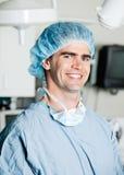 Rozochocony Męski chirurg W sala operacyjnej Fotografia Stock