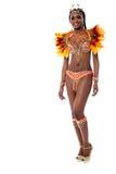 Rozochocony samba tancerz pozuje nad bielem Obraz Stock