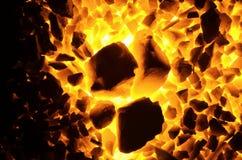 Rozogniający węglowego antracyt prostackie i świetne frakcje, jako tło obraz stock