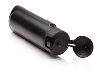 Rozpieczętowana czarna plastikowa butelka z męskim szamponem Obrazy Royalty Free