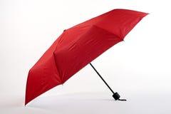 Rozpieczętowany czerwony parasol odizolowywający na białym tle Obrazy Stock