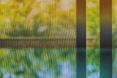 Rozpieczętowany drzwiowy drucianej siatki ekran obraz stock