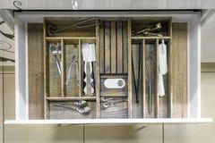 Rozpieczętowany kuchenny kreślarz, mądrze rozwiązanie dla kuchennego magazynu i organizować, obraz stock