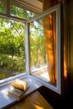 Rozpieczętowany plastikowy okno zdjęcie stock