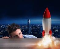 Rozpoczęcie nowa firma z zaczynać rakietę Pojęcie nowy biznes Obraz Royalty Free