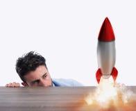 Rozpoczęcie nowa firma z zaczynać rakietę Pojęcie nowy biznes Zdjęcie Stock