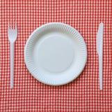 Rozporządzalny papierowy talerz. fotografia stock