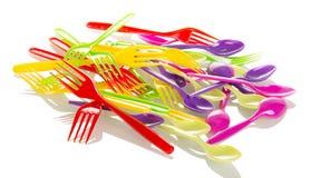 Rozporządzalny tableware, kolorowy rozwidlenie odizolowywający na bielu fotografia stock