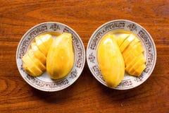 Rozprucie mango na naczyniach Obrazy Stock