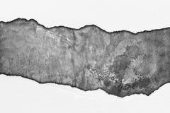Rozprucie papier na grunge cementu ścianie Fotografia Royalty Free