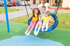 Rozrywka dla preschoolers outdoors w lecie outdoors fotografia royalty free
