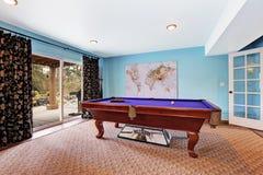 Rozrywka pokój z basenu stołem zdjęcia royalty free