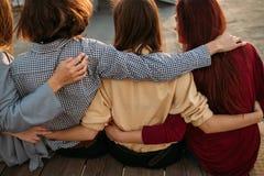 Rozrywka współpracy stylu życia nastoletnia przyjaźń fotografia royalty free