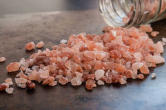 Rozrzuceni Himalajscy menchii soli kryształy Fotografia Stock