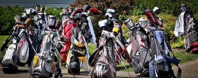 Rozrzucony kij golfowy Zdojest sztandar i Tłuc zdjęcia stock
