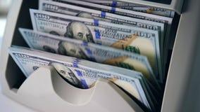 Rozsypisko dolary liczył w specjalnej bankowości maszynie zbiory