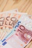 Rozsypisko euro banknoty na drewnianym stole Obrazy Royalty Free