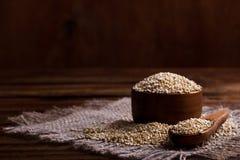 Rozsypisko quinoa ziarna fotografia stock