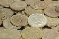 Rozsypisko stara brudna kolekcja monety dla sprzedaży Zdjęcia Royalty Free