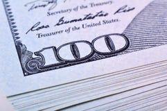 Rozsypisko sto dolarów Obrazy Stock
