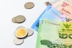 Rozsypisko Tajlandzkiego bahta moneta i rachunki Zdjęcia Stock