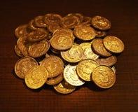 Rozsypisko Złote monety Zdjęcia Stock