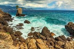 Rozszalały morze i skalista linia brzegowa, Portofino, Liguria, Włochy, Europa Obrazy Royalty Free
