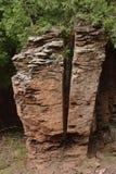 Rozszczepia skałę zdjęcie stock