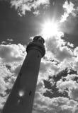 Rozszczepiona punkt latarnia morska w czarny i biały z obiektywu racą obrazy royalty free