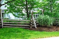 Rozszczepiony sztachetowy stockade ogrodzenie Fotografia Stock