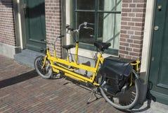 Rozszerzony żółty bicykl obrazy stock