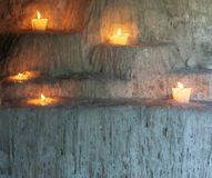 Roztapiające świeczki przy Meksykańskim cmentarzem fotografia stock