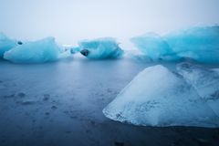 Roztapiający lód na lód plaży przy Jokulsarlon lodowa laguną w Iceland Fotografia Stock
