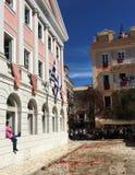 Roztrzaskiwać gliniani garnki na Wielkanocnej Sobocie, Corfu miasteczko, Grecja obraz royalty free