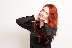 Rozważna młoda rudzielec. zdjęcia royalty free